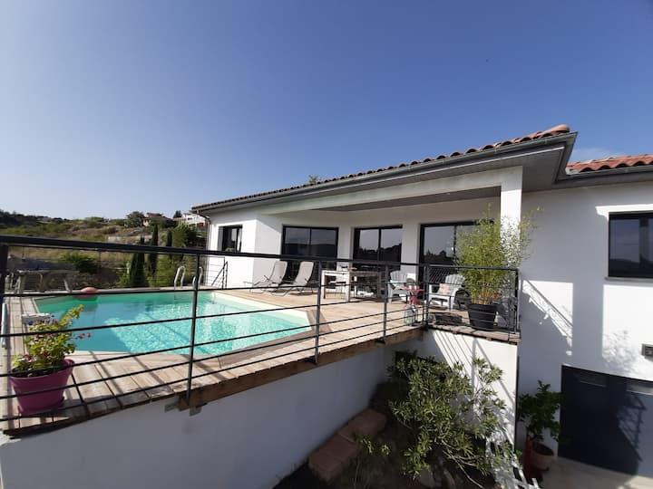 Villa avec piscine sur les hauteurs de Millau