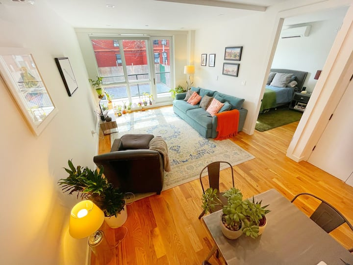 Huge bright 1 bed NEW apt in the heart of W'burg