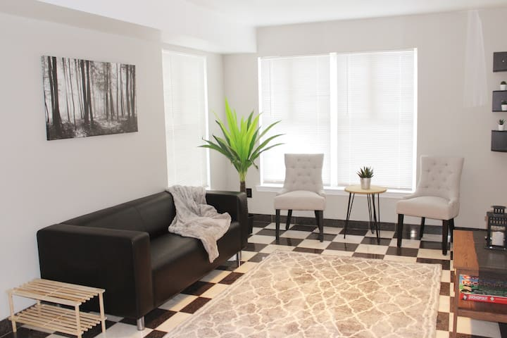 Waterfront Condo 2 miles from EWR and Gardens Mall