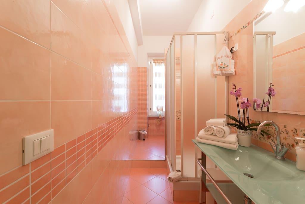 Bathroom 1 - Bagno 1
