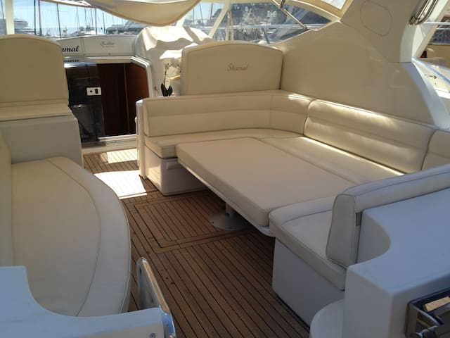 Nice Boat to sleep in Monaco port (for 4 persons)