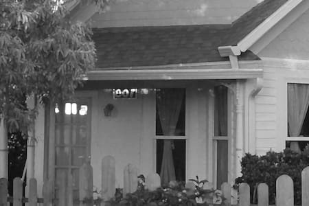 Shotgun Victorian Guesthouse - Laramie - Haus