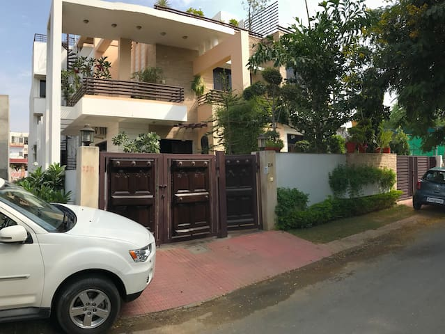 Home stay at Jaipur : Wifi, Gym, TV, Roof garden