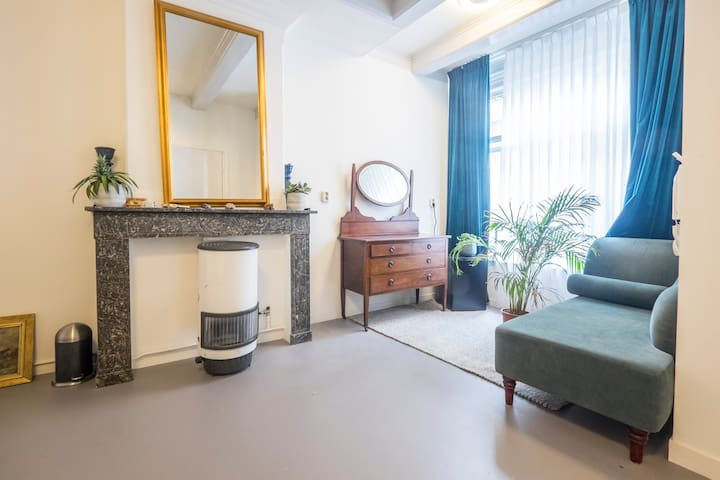 Spacious private room in the heart of Amsterdam