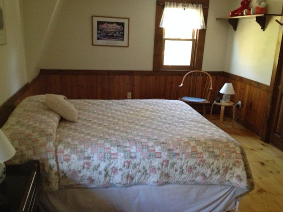 Bedroom Room (1 of 4)
