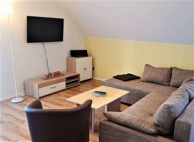 Ferienwohnung am Bach, (Unterkirnach), Ferienwohnung, 81qm mit 2 Schlafräume und Dachterrasse für max. 4 Personen