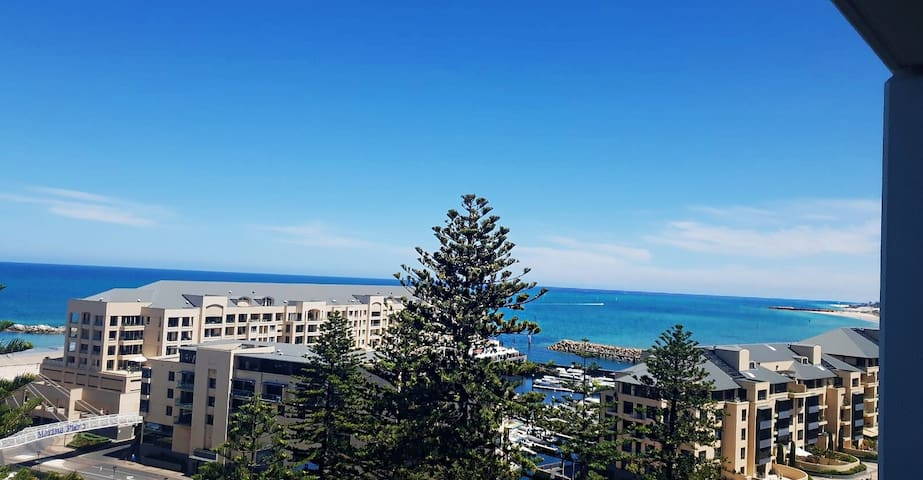 Majestic view, Luxury Cosy apartment  50m to Beach