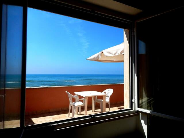 TORVAIANICA ( ROME ) NICE BEACH APARTMENT