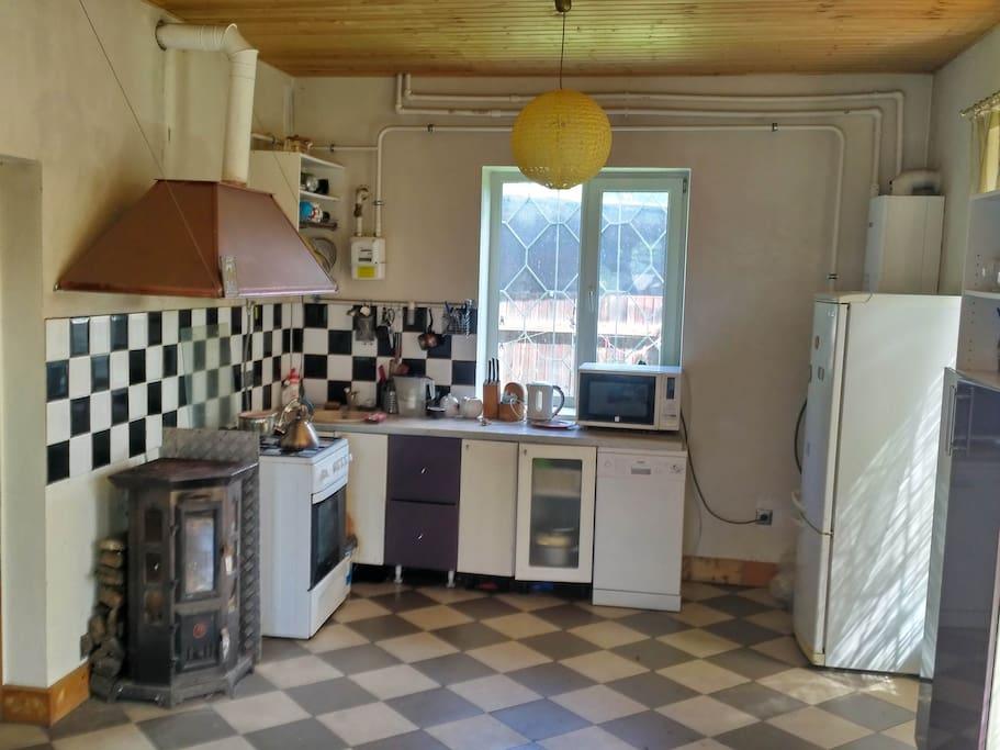 Кухонная зона- та же комната