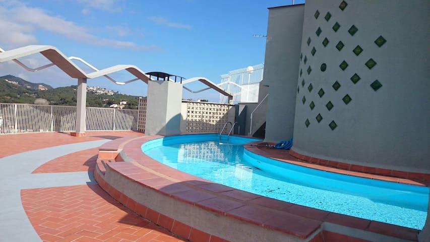 Nice flat, Sea views, Pool, Free parking & WiFi