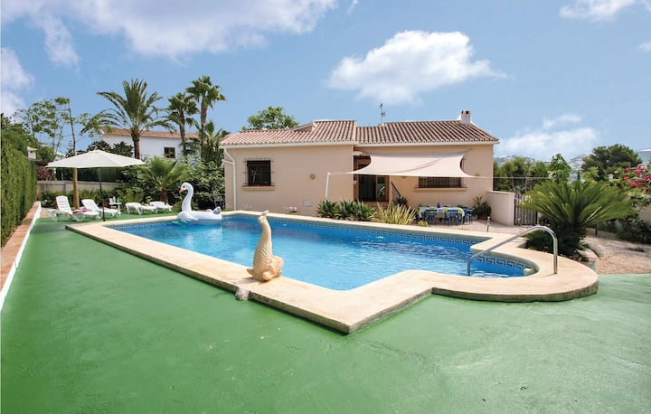 Holiday cottage with 4 bedrooms on 150m² in Urb. La Sabatera
