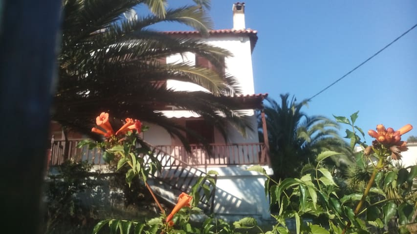 Traditional Villa with relaxing sea view - Metamorfosi - Casa de campo