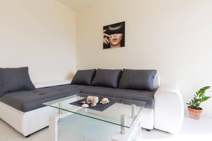 Apartment 1 D&D, Baška
