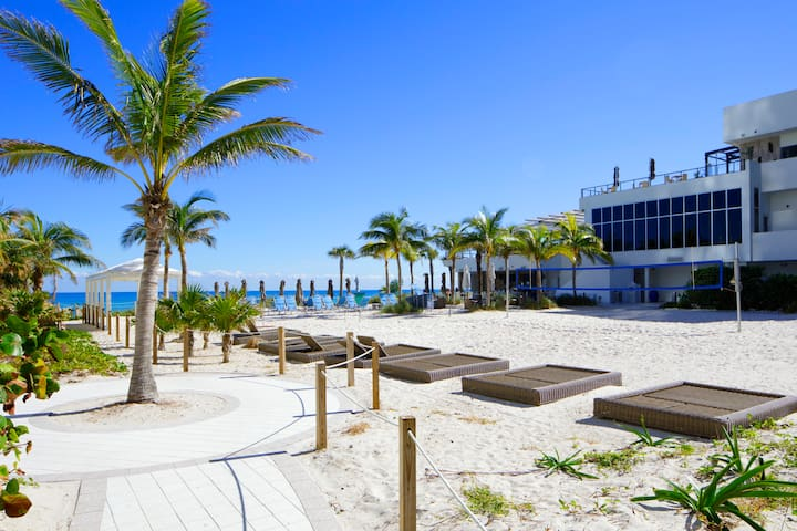 Breathtaking Beach Condo!!!