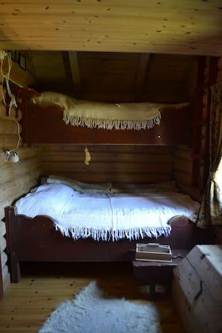 Køyeseng 190 cm x 150 cm/90 cm
