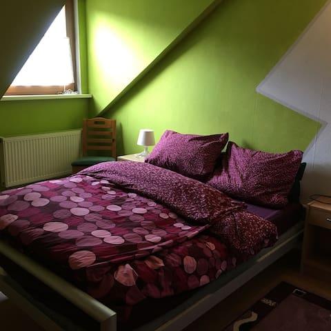 Günstiges Zimmer nur 15min. von der A3 entfernt - Neustadt am Main - Rumah