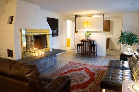 Cozy Lakeview Apartment