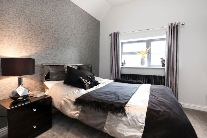 Modern Luxurious bedroom for 1 - Leicester - Dům