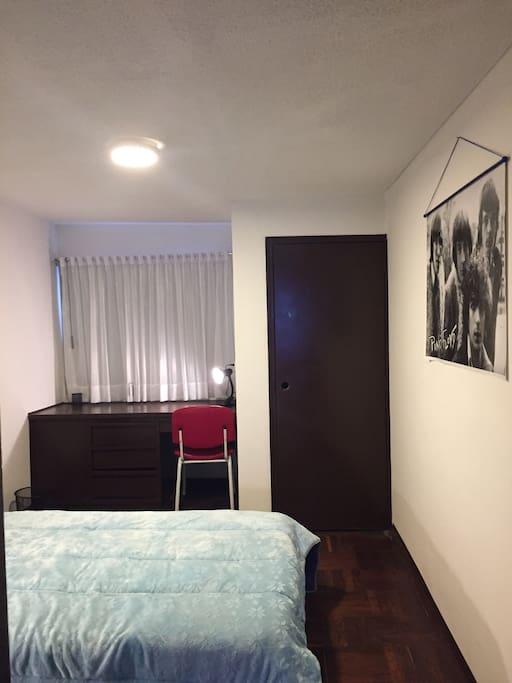 Private Room with Shared Bathroom - Habitación Privada con Baño Compartido