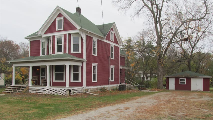 The Farm House in Plattsburg, MO - Plattsburg - Casa