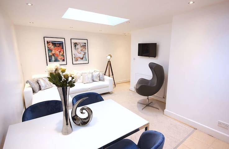 New apartment located in Surrey Quays  Sleeps 5