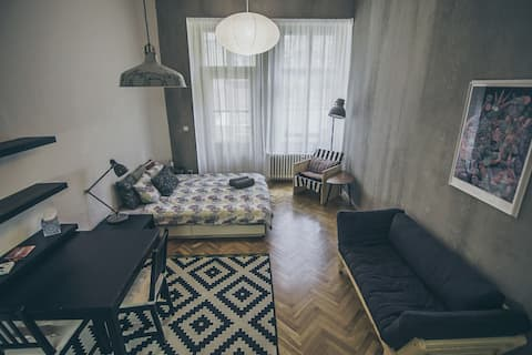 Modern Studio with Terrace near Metro