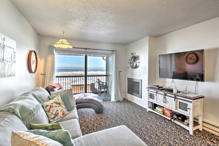 NEW! Lincoln City Condo w/ View, 1 Block to Beach!