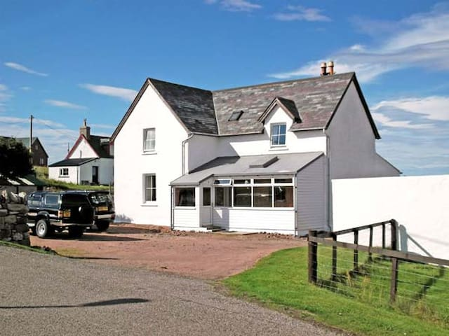 TRANSVAAL HOUSE, pet friendly, with open fire in Durness, Ref 2310