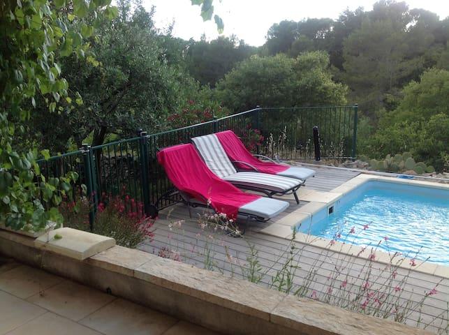 Le calme et l'espace à 1,5km du centre ville - Nîmes - Rumah