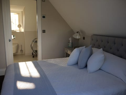 Gorgeous double ensuite room in private house (2)
