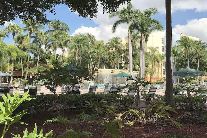 Private Room near MiaIntAirport/Dolphin Mall/FIU