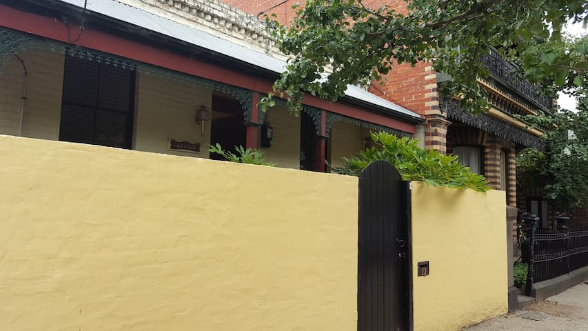 Carlyle Cottage the perfect central location - South Melbourne - Hus