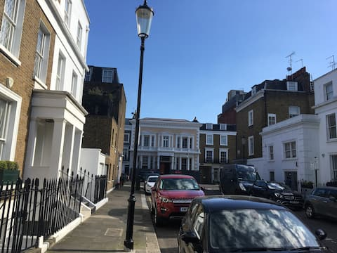 Chelsea House for 1 Guest // Prime Location