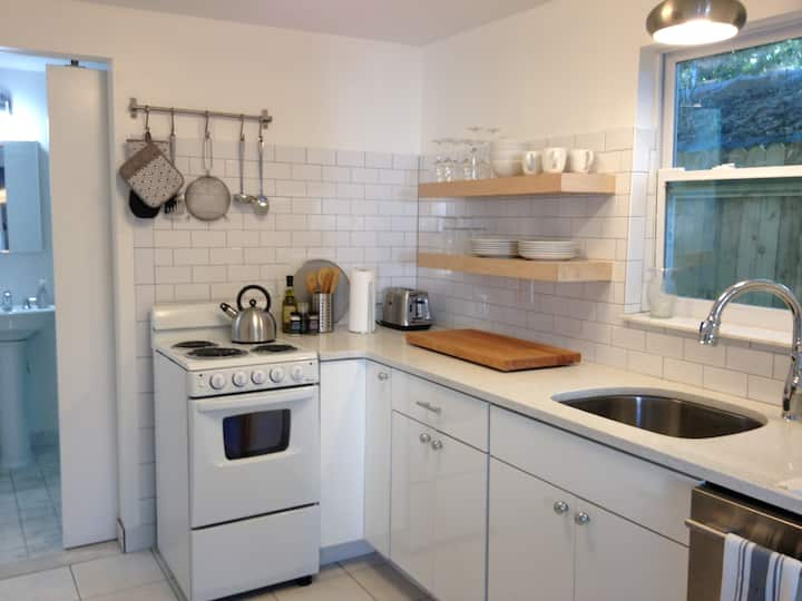 Modern Euro, Funky Cottage.  Easy walk to Downtown