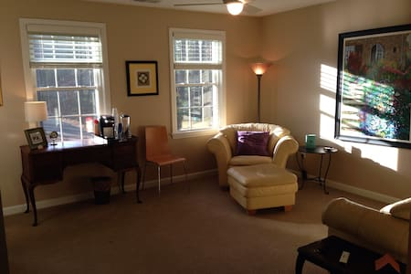 3-room suite, +breakfast, light & bright! - North Easton - 獨棟