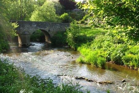 rural retreat, sleeps 6 , 10 minutes from Bath