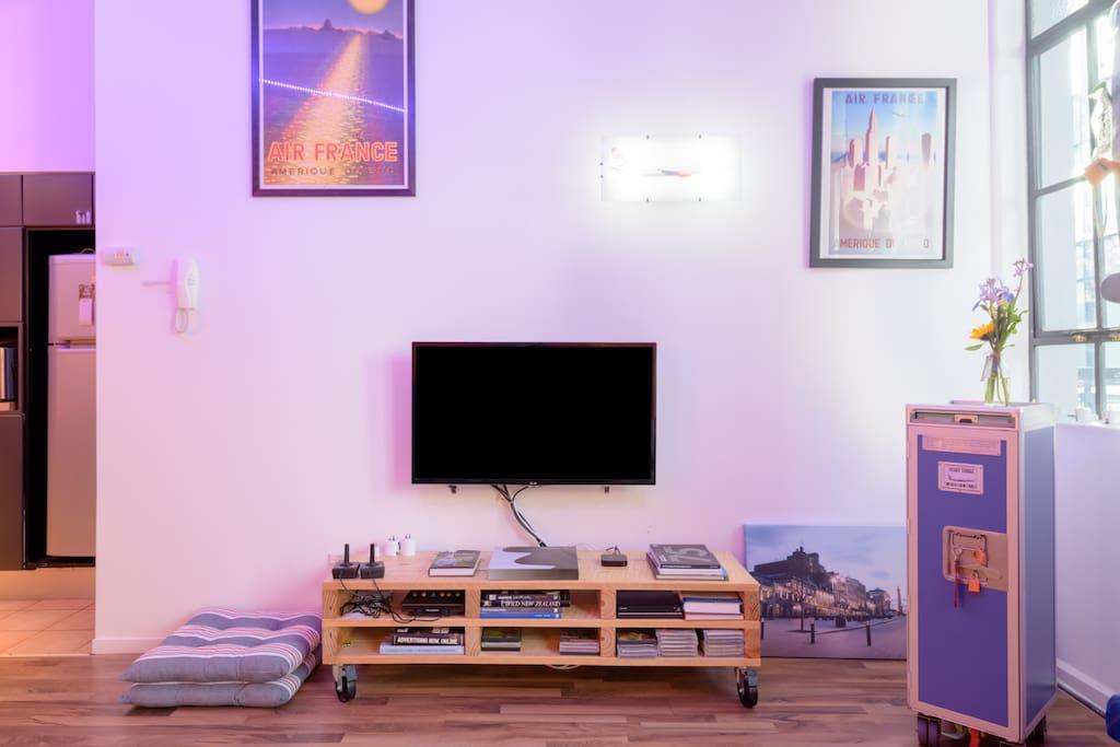 Smart TV, Netflix, Game console, Balcony, Exercise equipment