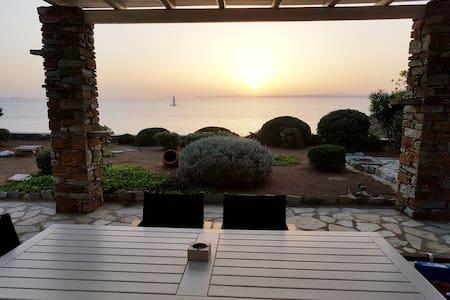 Amazing 3BD Seafront Villa