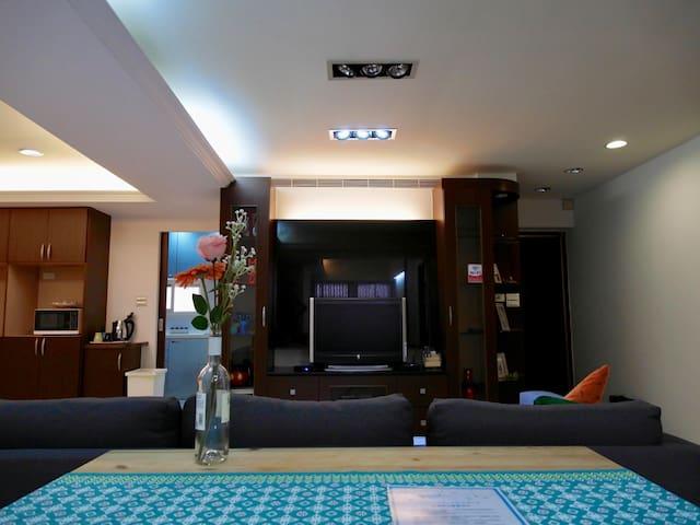 68 捷運松山站30秒三房客廳兩衛浴公寓近饒河夜市