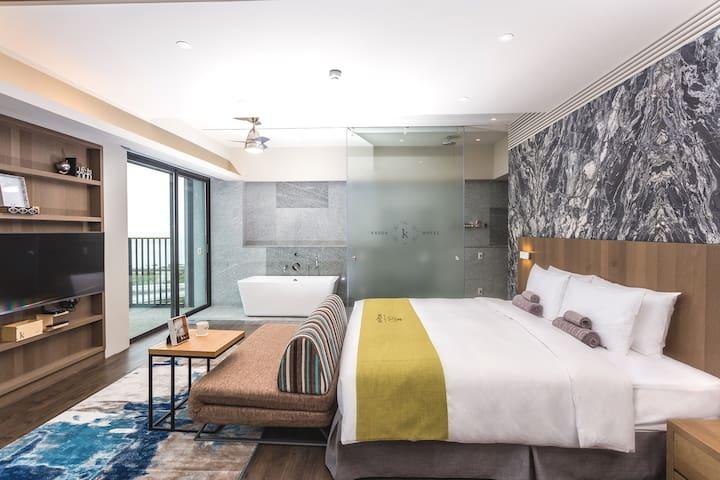 KADDA HOTEL豪華2人房(一大床) 附浴缸/含早餐/海景/無邊際泳池/單車免費租借