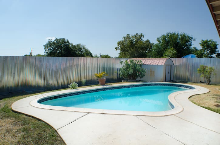 Updated House with a Pool Close to Downtown