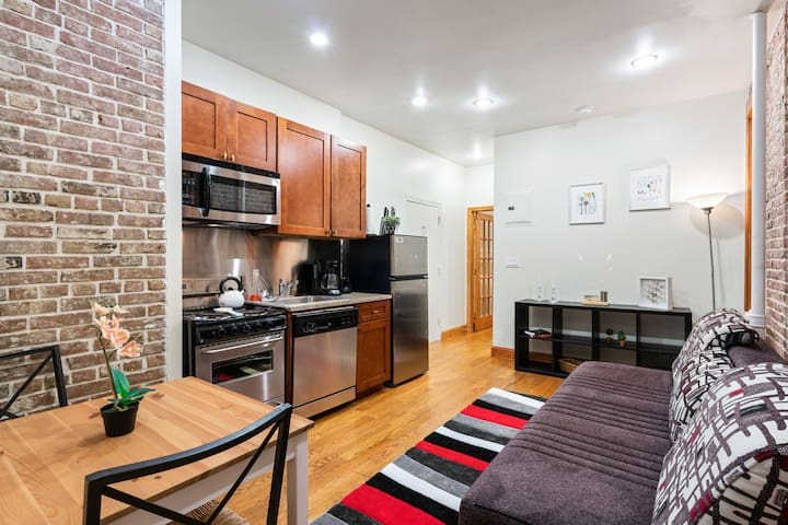 Charming 2BR Apartment in Midtown Manhattan