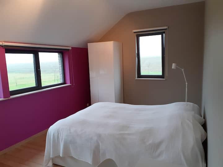 Chambre moderne au coeur du Condroz liégeois