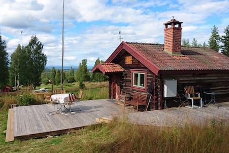 Fäbodstuga - vacker utsikt över Siljan nära Mora