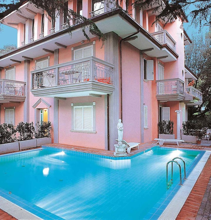 Apt for 2+2 pers with pool in Riccione R21639