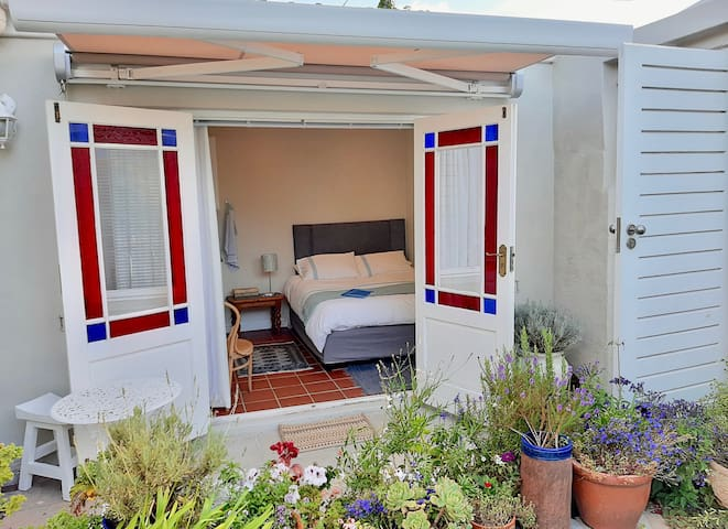 Lovely, sunny self-catering garden room in Obs
