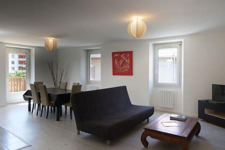 F4 Comoretto 1er étage avec terrasse à bonneville - Bonneville - Lejlighed