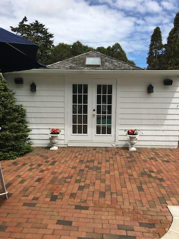 Hamptons Hideaway - Westhampton