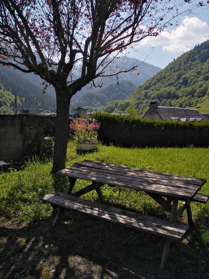 Aulon : Gite au coeur du village avec vue