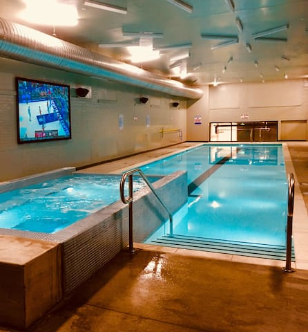 DTKC BalconyCondo*SaltWater Pool&HotTub YearRound!